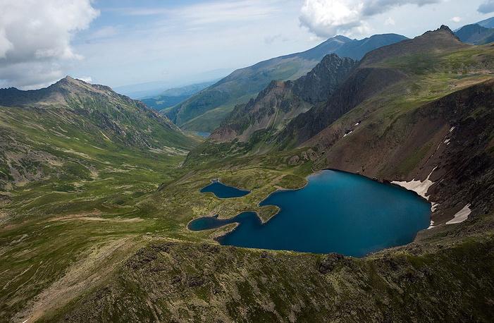 Пешком до этих высокогорных озер идти несколько дней.
