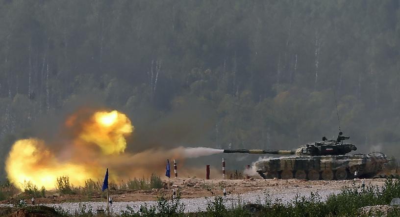 Танк Т-72Б экипажа из Кувейта во время гонки преследования