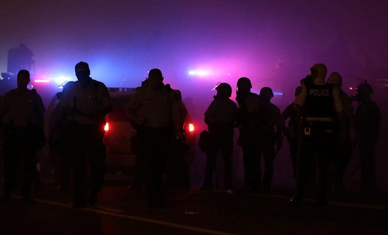 17 августа в интервью телекомпании ABC губернатор Миссури Джей Никсон признал, что решение передать полномочия городской полиции Фергюсона патрульно-постовой службе штата Миссури было ошибочным и привело к негативным результатам
