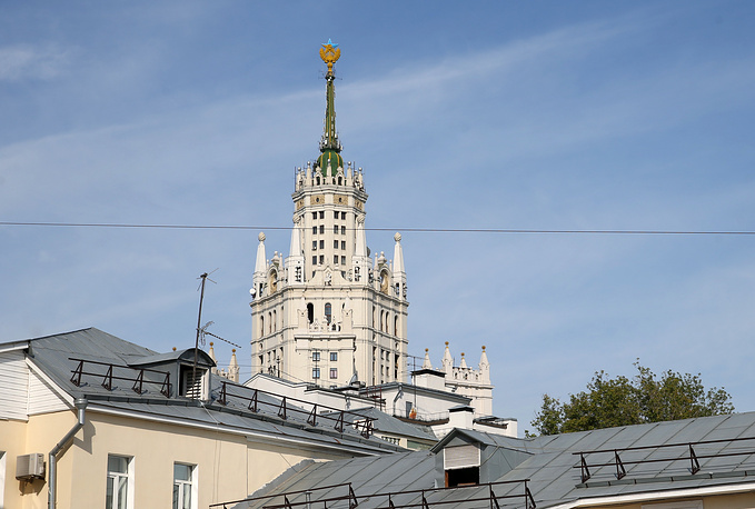 Верхолазы сняли украинский флаг со здания