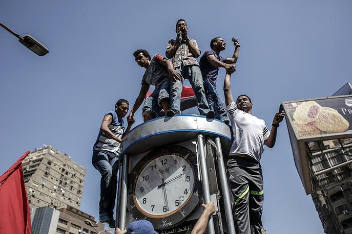 Сторонники экс-президента Мохаммеда Мурси во время шествия по улицам Каира, Египет, 2013 год