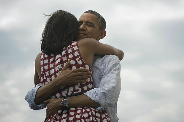 """Самый популярный политический твит написал Барак Обама, выиграв президентские выборы 2012 года в США. Запись """"Еще четыре года"""" и ссылка на фотографию, на которой он обнимает свою супругу Мишель, за 24 часа получили 771 635 ретвитов"""