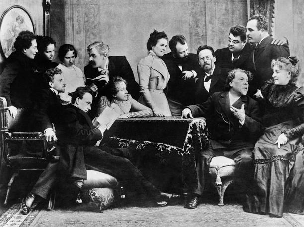 Антон Чехов с артистами Московского художественного театра, 1899 год