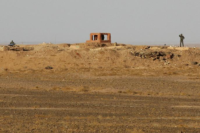 Система сооружений в Западной Сахаре, известная как Марокканская стена, разделяет территории, контролируемые правительством Марокко и формированиями ПОЛИСАРИО - местной военно-политической организации. Вдоль стен расположены минные поля, заграждения из колючей проволоки, сенсорные системы для обнаружения нарушителей, артиллерийские батареи и взлетно-посадочные полосы