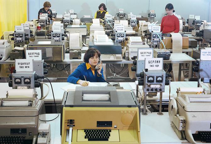 Телетайпный зал в Телеграфном агентстве Советского Союза, 1978 год