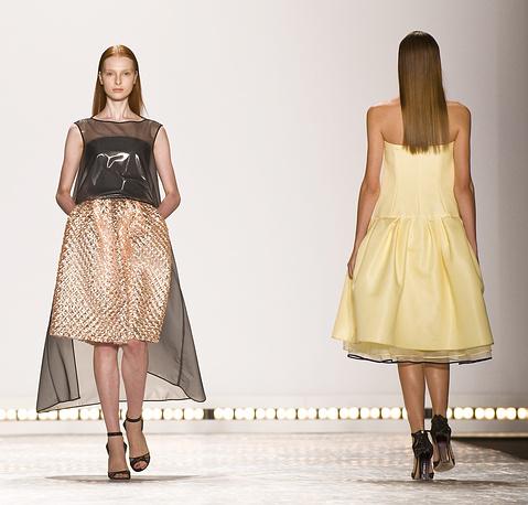 Показ коллекции платьев американского дизайнера филиппинского происхождения Моник Лульер (Monique Lhuillier)