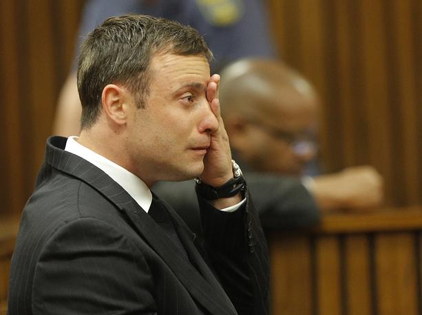 12 сентября суд признал южноафриканского легкоатлета-паралимпийца Оскара Писториуса виновным в причинении смерти по неосторожности. Спортсмена отпустили под залог. Окончательный приговор будет объявлен 13-16 октября