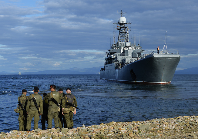 Силы Тихоокеанского флота осуществляют развертывание корабельных группировок в акваториях Охотского и Японского морей для действий в ближней и дальней морских зонах