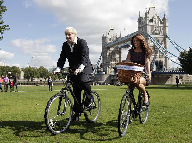 """В 1997 году Великобритания провела первую общенациональную акцию отказа от машин. На фото: мэр Лондона Борис Джонсон во время акции """"День без автомобиля"""", 2011 год"""