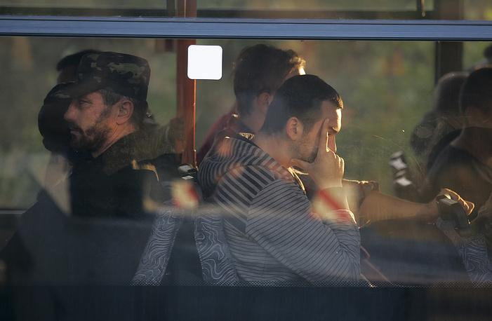 На экстренном заседании правительства ДНР было принято решение проводить обмены пленными только в дневное время. Премьер республики заявил, что украинская сторона стремится скрыть в темное время суток, в каком ужасном состоянии находятся побывавшие в плену ополченцы