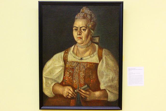 Портрет неизвестной купчихи в пунцовой душегрее. Неизвестный художник. Холст, масло. 1770-е годы