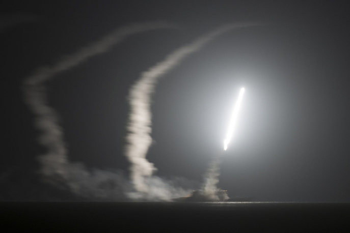 """ВВС США нанесли серию воздушных ударов по позициям """"Исламского государства"""" в Сирии и Ираке. Удары проводились при участии Бахрейна, Иордании, Саудовской Аравии, Катара и ОАЭ. В общей сложности число налетов в Ираке приближается к 200"""