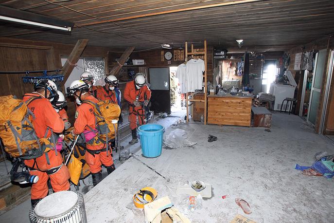 Около 70 человек пострадали от отравления ядовитыми газами и поражения дыхательных путей раскаленным вулканическим пеплом