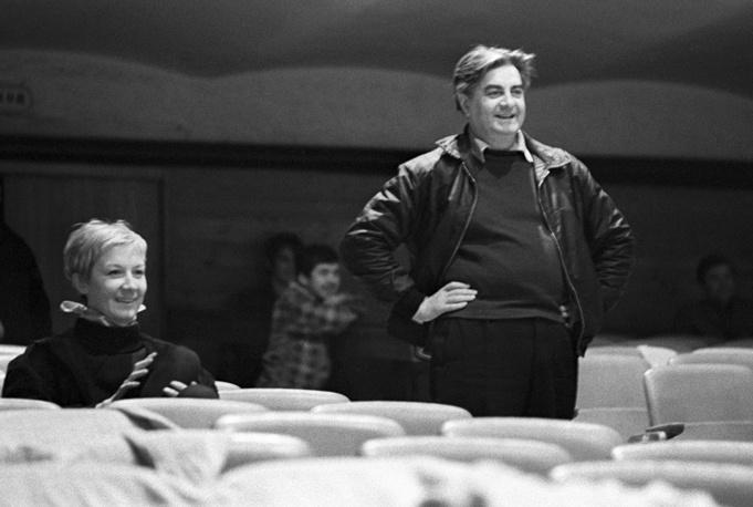 Актриса Алла Демидова и режиссер Юрий Любимов во время репетиции в Театре на Таганке, 1969 год