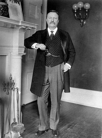 Теодор Рузвельт (1906) - за вклад в переговоры по завершению русско-японской войны 1904 - 1905 гг
