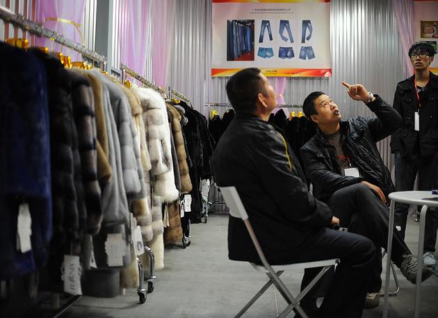 Среди китайского импорта - обувь (6,06%) , изделия из пушнины (3,92%)