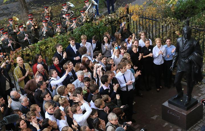 Торжественная церемония открытия памятника Евгению Вахтангову в Москве