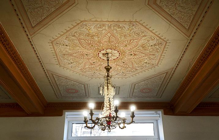 В форуме также участвует одна из самых старых библиотек Южного округа Москвы. Библиотека № 171 имени 1 Мая была основана в 1916 году как читальня при ресторане Крынкина на Воробьевых горах