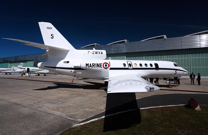 Самолет бизнес-авиации Dassault Falcon совершал рейс Москва - Париж. После столкновения самолет полностью сгорел. На фото: самолет Dassault Falcon, архив