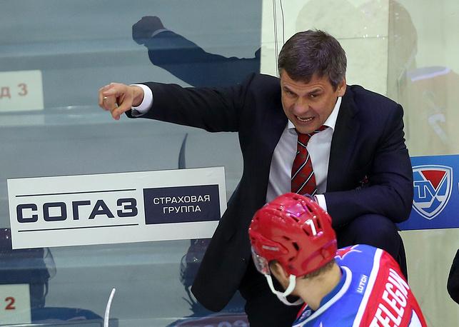 У главного тренера армейцев Дмитрия Квартальнова во время матча возникли проблемы со здоровьем. В третьем периоде  он отсутствовал на тренерской скамейке