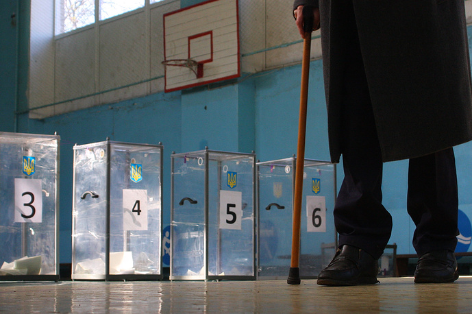 На 18:00 мск явка избирателей на досрочных выборах депутатов Верховной рады составила примерно 40,42%