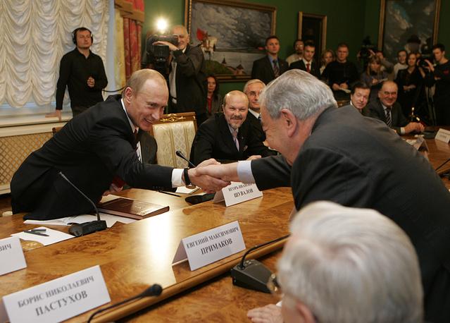 Президент России Владимир Путин и глава Торгово-промышленной палаты РФ Евгений Примаков на встрече с членами президиума правления ТПП, 2007 год