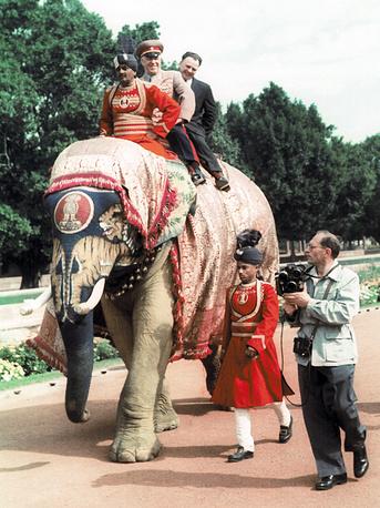Маршал Советского Союза Георгий Жуков во время  визита в Индию. 1957 год