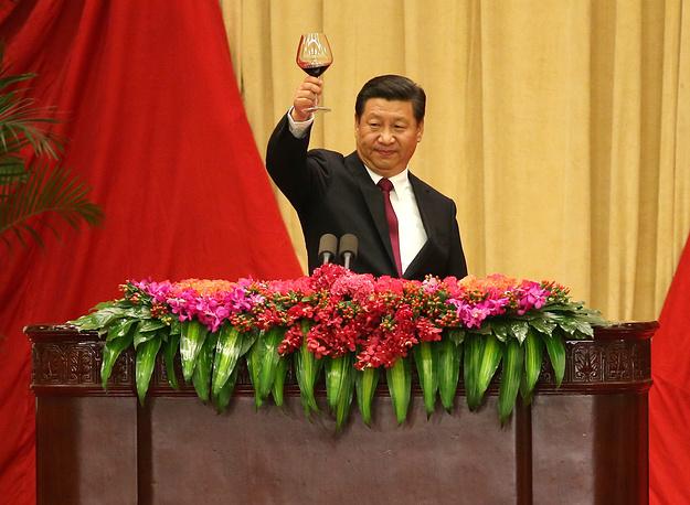 """3. Председатель КНР Си Цзиньпин. Издание отмечает, что за время пребывания у власти он, """"как отмечают некоторые, стал самым могущественным китайским правителем со времен Мао Цзэдуна"""""""