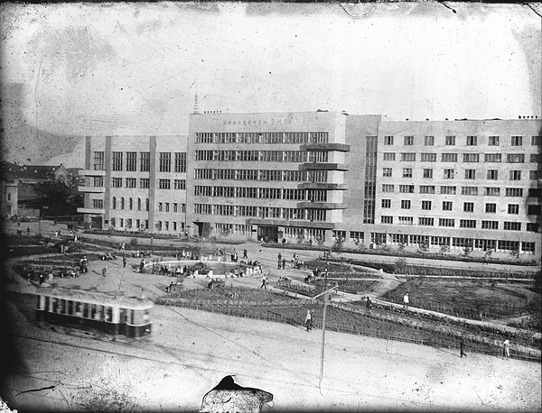 Трамвайная линия, проходящая по Проспекту Ленина. Площадь Труда. 1930-е годы