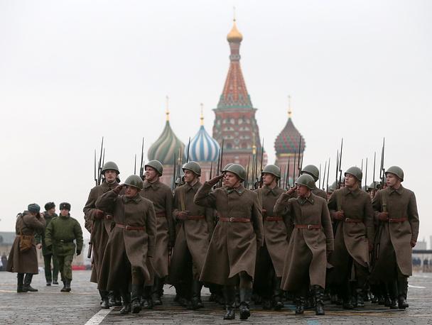 На Красной площади в Москве 7 ноября прошел торжественный марш, посвященный легендарному параду 1941 года