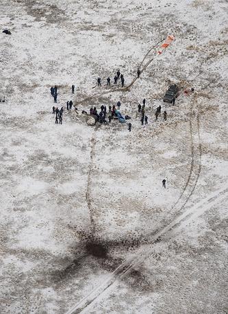 На месте приземления спускаемой капсулы «Союза ТМА-13М» с экипажем экспедиции МКС