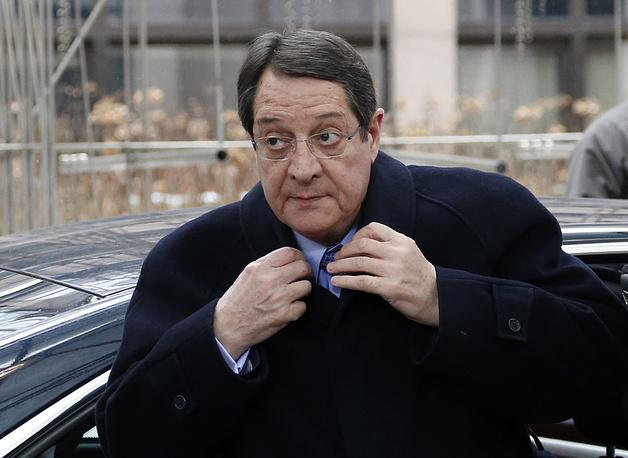 """Никос Анастасиадис, президент Кипра: """"ЕС должен дать свободу выбора каждой стране-члену, не игнорируя при этом политику ЕС, такие меры, которые не приведут к созданию ситуации, осложняющей экономику своих же стран. Это не означает, что не надо рассматривать какие-то санкции, если в этом есть необходимость. Просто это должны быть осторожные меры, принимаемые каждой в отдельности страной - членом ЕС"""" (из заявления после переговоров с канцлером ФРГ Ангелой Меркель в Берлине 6 мая 2014 года)"""