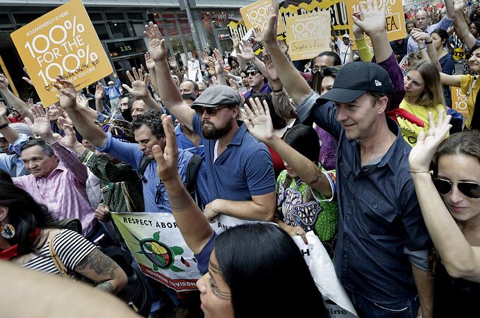Марк Руффало, Леонардо Ди Каприо и Эдвард Нортон на народном климатическом марше в Нью-Йорке, 2014 год