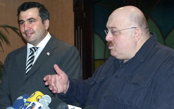 Президент Грузии Михаил Саакашвили и  министр экономики Грузии Каха Бендукидзе, 2004 год