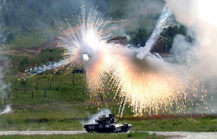Танк Т-80 не менее популярен, чем Т-74. Но на его базе создано множество специальных бронированных машин