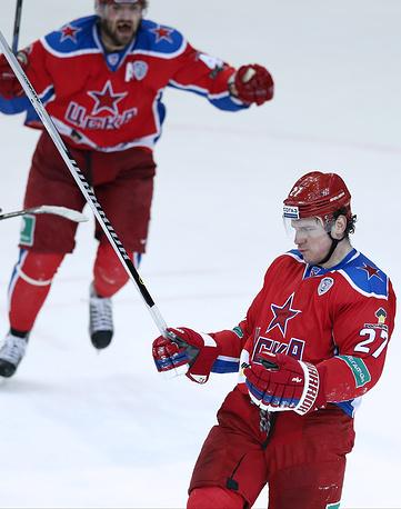 Героями матча стали Игорь Григоренко (на первом плане, 4 шайбы) и Александр Радулов (1 шайба + 5 передач)