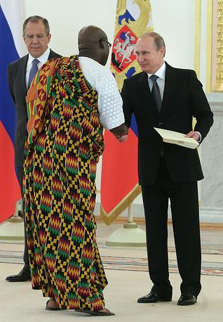Посол Республики Гана Кодзо Кпоку Алабо на торжественную церемонию пришел в национальной одежде