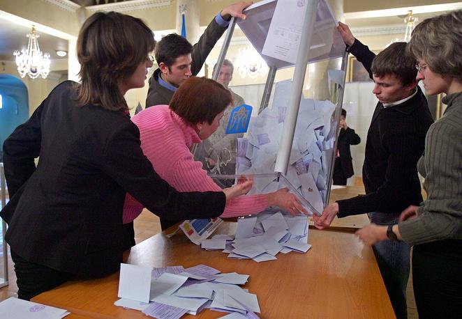 26 декабря состоялось переголосование второго тура выборов президента. За Виктора Ющенко отдали голоса 51,99% избирателей, за Виктора Януковича - 44,2%. Попытки сторонников Януковича опротестовать итоги переголосования не принесли результатов