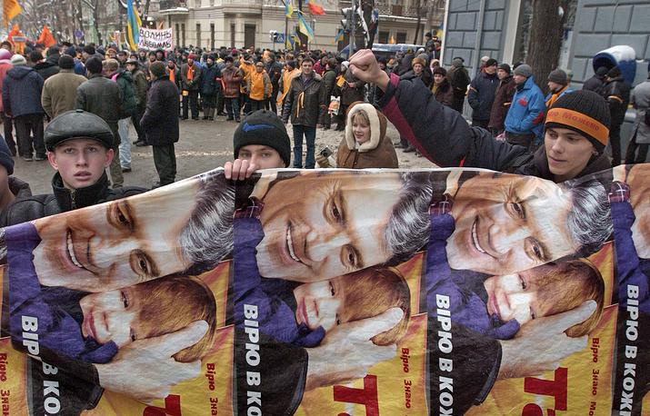 После избрания Виктора Ющенко президентом Украины права на использование символики были переданы его сыну Андрею