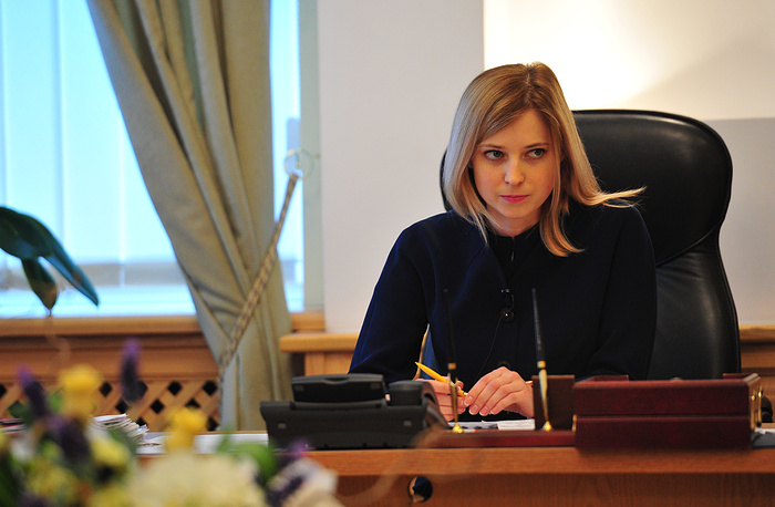 Прокурор Крыма Наталья Поклонская в своем рабочем кабинете в Симферополе