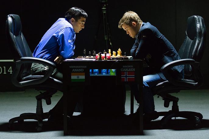 После поражения в шестой партии матча за звание чемпиона мира против норвежца Магнуса Карлсена шансы индийца Вишванатана Ананда на итоговую победу сократились до 15-20%. Шестая партия (на фото) завершилась на 38-м ходу победой 23-летнего норвежца