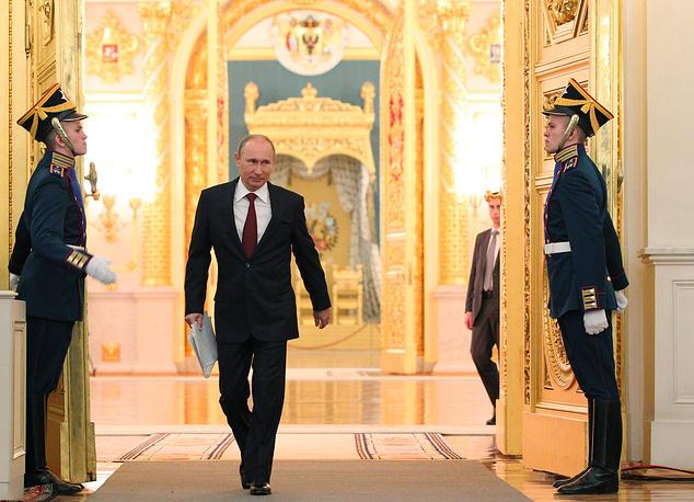 Первое после своего переизбрания послание Владимир Путин зачитал в День Конституции 12 декабря 2012 года