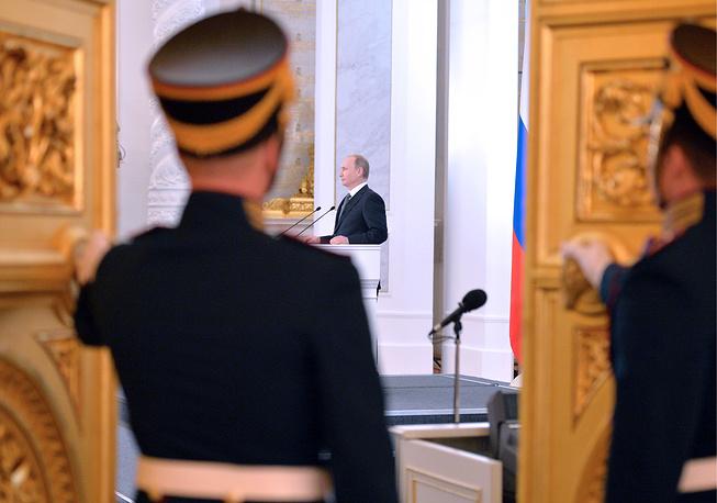 Обычно Путин начинал послания с внутренней проблематики, а в конце говорил о международной повестке. В этот раз он изменил порядок, одной из первых затронув тему антироссийских санкций