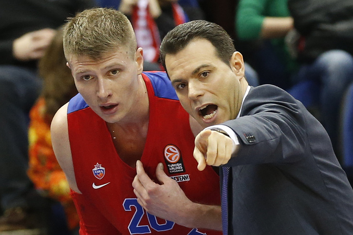 Игрок ЦСКА Андрей Воронцевич и главный тренер БК ЦСКА Димитриос Итудис (слева направо)