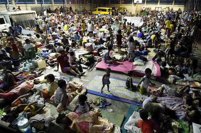 В общей сложности власти страны эвакуировали в безопасные места более 1 млн человек