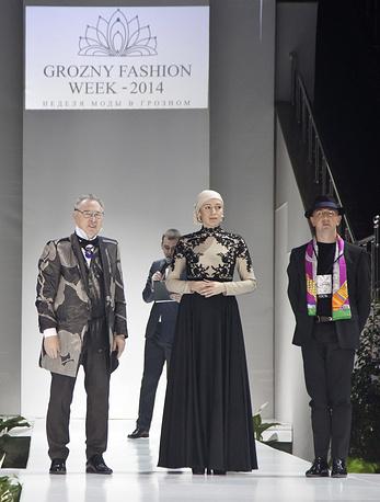 Председатели жюри - модельер Вячеслав Зайцев и дизайнер Массимилиано Джиангросси (справа)