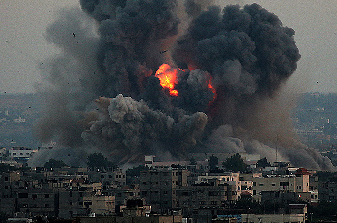 """В ночь на 8 июля Израиль объявил о начале военной операции """"Рубеж обороны"""" против ХАМАС, после того как палестинские экстремисты из сектора Газа выпустили по израильской территории десятки ракет"""