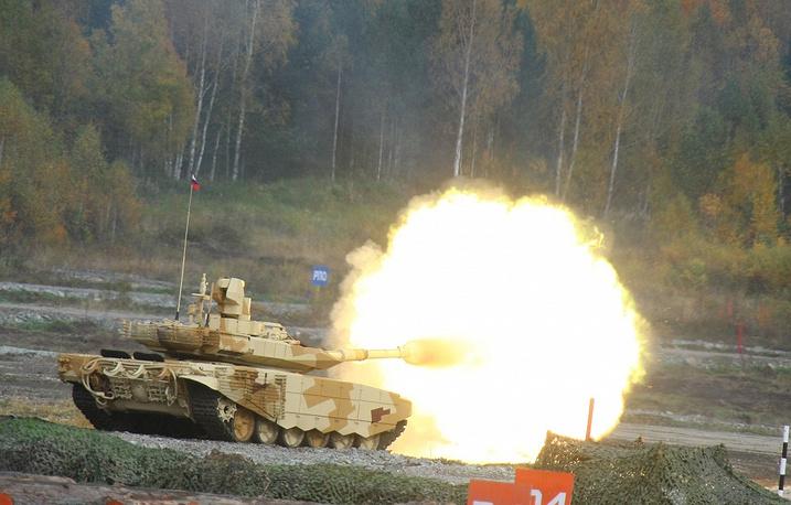 """Танк """"Т-90МС"""" во время показательных стрельб  на IX Международной выставки вооружения Russia Arms EXPO-2013"""