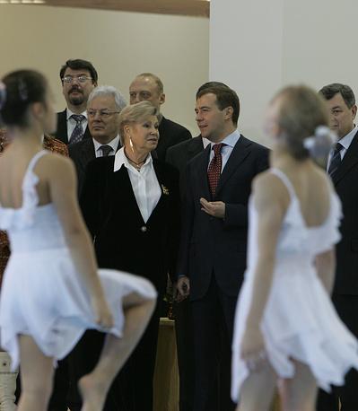 Лариса Латынина и первый вице-премьер РФ Дмитрий Медведев на открытии Центра спортивной гимнастики в Обнинске, Калужская область, 2007 год