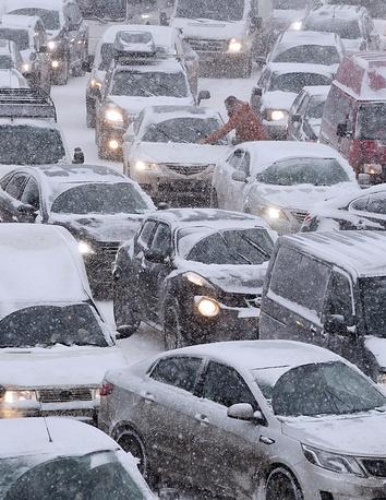 25 декабря в Москве начался сильный снегопад. За сутки прирост снега местами составил почти 30 см, выпала четверть месячной нормы осадков. В столице впервые за несколько лет был зафиксирован максимальный балл загруженности дорог в первой половине дня. Рекордные пробки в десять баллов продержались 12 часов